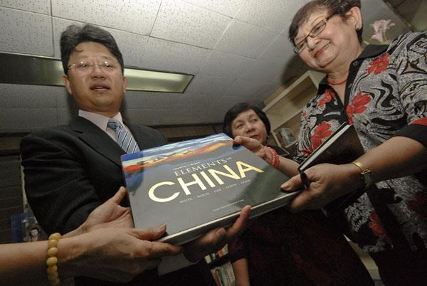 菲律宾国家图书馆成立中国图书专区