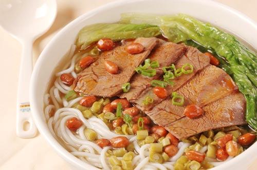 越南特色美食米粉随战争从北传到南
