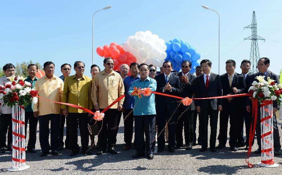 [资讯] 老挝占巴塞省东孔岛湄公河大桥通车(13P) - 路人@行者 - 路人@行者