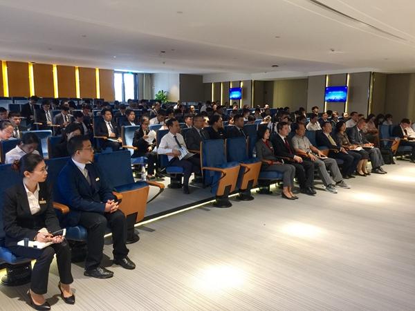 杨秀萍秘书长在三亚中瑞酒店管理职业学院讲座