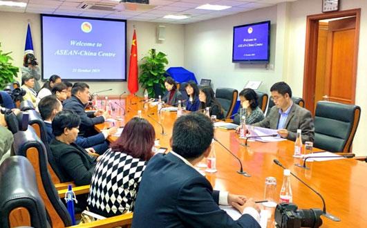 東盟國家主流媒體記者團訪問中國—東盟中心