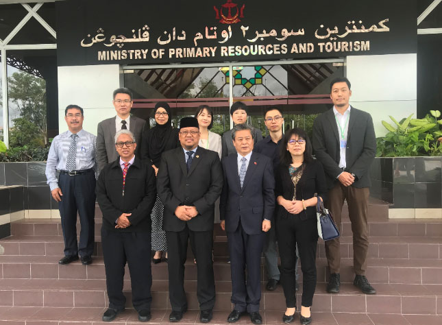 陈德海秘书长率中国记者团访问文莱