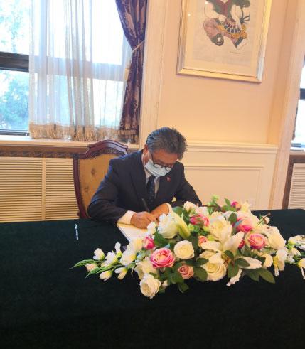 陈德海秘书长赴越南驻华大使馆参加吊唁活动
