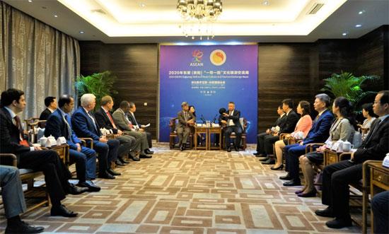 贵州省副省长王世杰会见出席文化旅游交流周活动的中外嘉宾