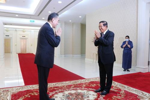 柬埔寨首相洪森会见王毅