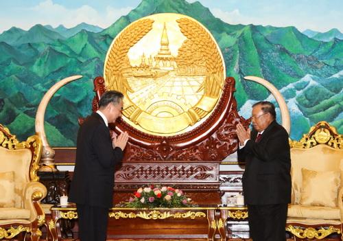老挝人民革命党中央总书记、国家主席本扬会见王毅