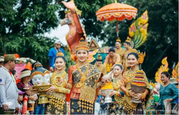 老挝新年故事与琅勃拉邦的庆祝活动