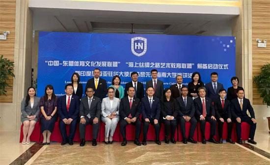 中国—东盟中心组织东盟驻华使馆官员考察海南教育