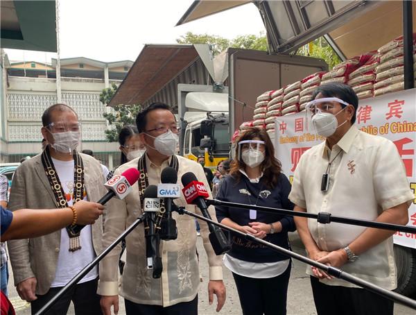 中国驻菲律宾大使馆向菲方捐赠台风救灾物资