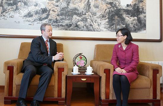 黄英代理秘书长会见OECD驻华高级顾问海博