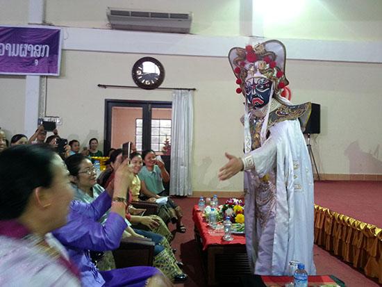 中国魔术杂技在老挝受到热烈欢迎