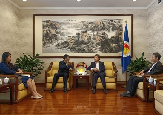 中国—东盟中心秘书长会见广西国际博览事务局局长王雷