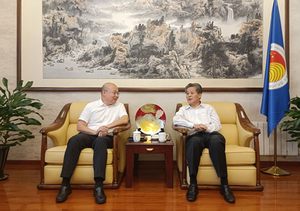 陈德海秘书长会见中国(广西)自贸试验区钦州港片区管委会对外合作交流局局长庄严