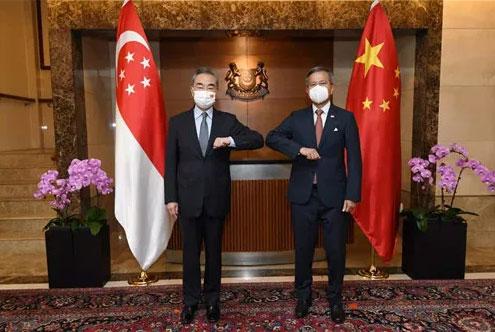 王毅同新加坡外长维文举行会谈