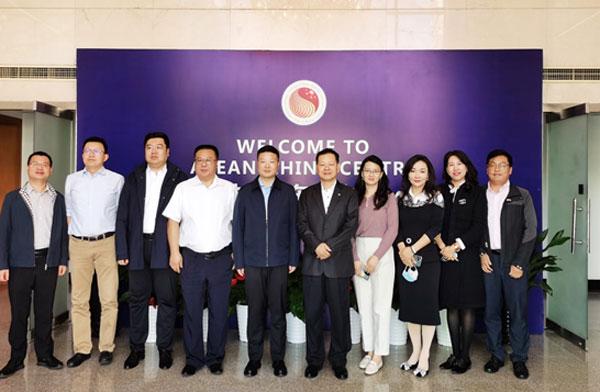 三亚市副市长吴海峰到访中国—东盟中心